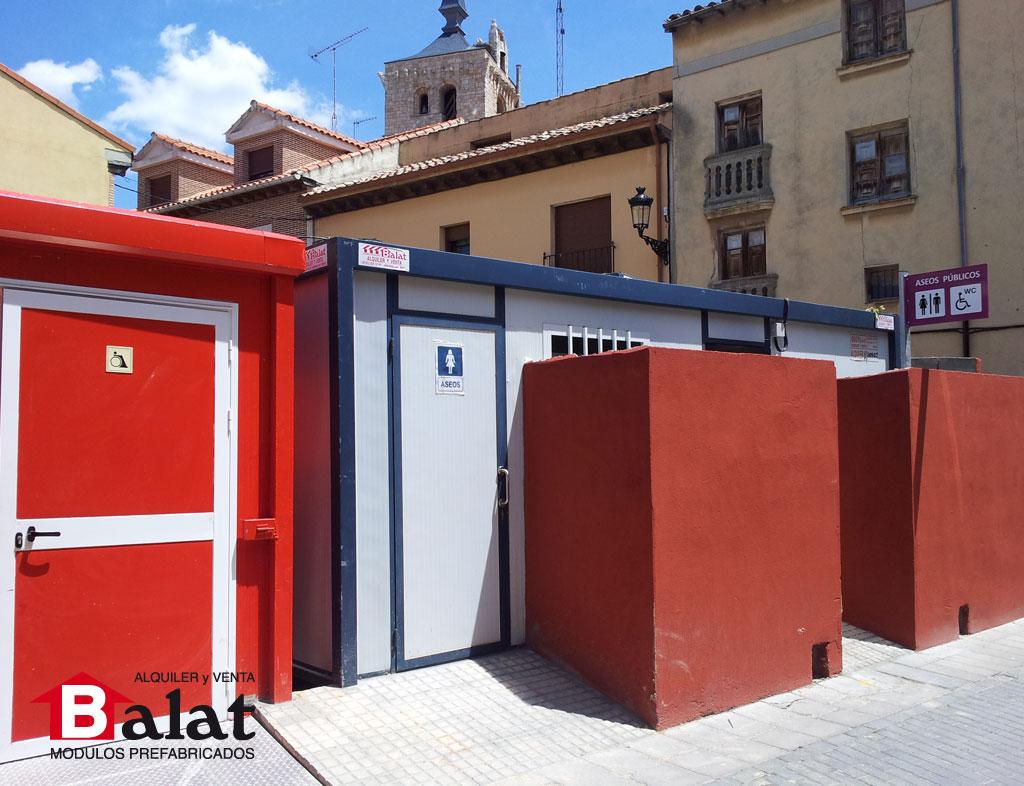 Balat sanitarios prefabricados instalados entre mobiliario urbano - Balat modulos prefabricados ...