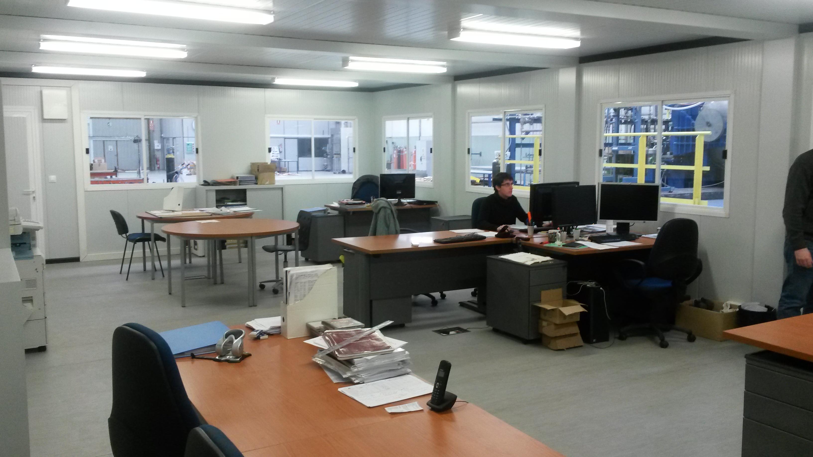 Balat oficina prefabricada di fana en nave industrial balat for Oficina prefabricada